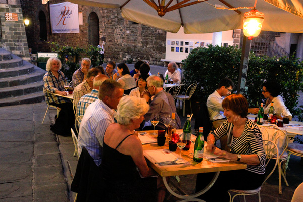 Buffet dinner - Montalcino (Photo: Romain d'Ansembourg)