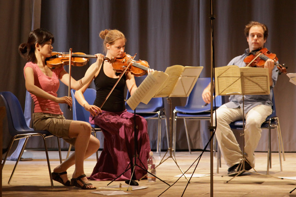 Rehearsal Schubert String quintet (Photo: Ari de Kok)